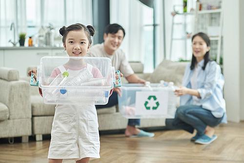 어린이 (나이), 재활용 (환경보호), 플라스틱, 환경보호 (환경), 집안살림, 환경보호, 미소, 밝은표정, 환경이슈