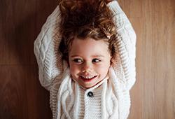 해외사진_Adorable small girl